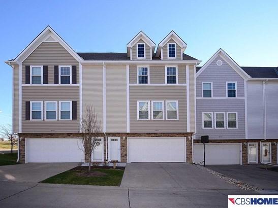 Attached Housing, 2.5 Story - Omaha, NE (photo 1)