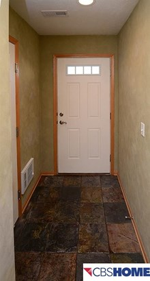 Attached Housing, 2.5 Story - Omaha, NE (photo 3)