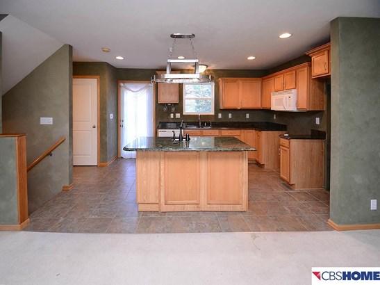 Attached Housing, 2.5 Story - Omaha, NE (photo 5)