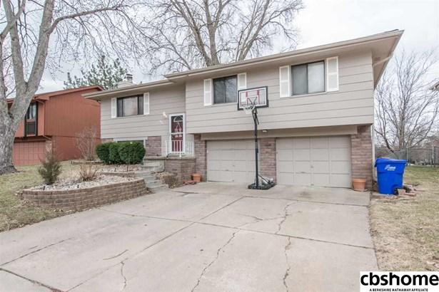 Detached Housing, Split Entry - La Vista, NE (photo 2)