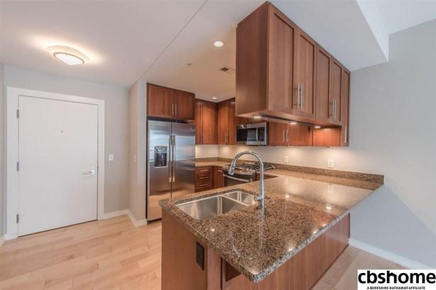 Attached Housing, Condo/Apartment Unit - Omaha, NE (photo 4)