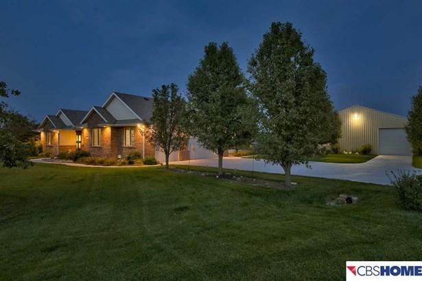 Detached Housing, Ranch - Elkhorn, NE (photo 4)