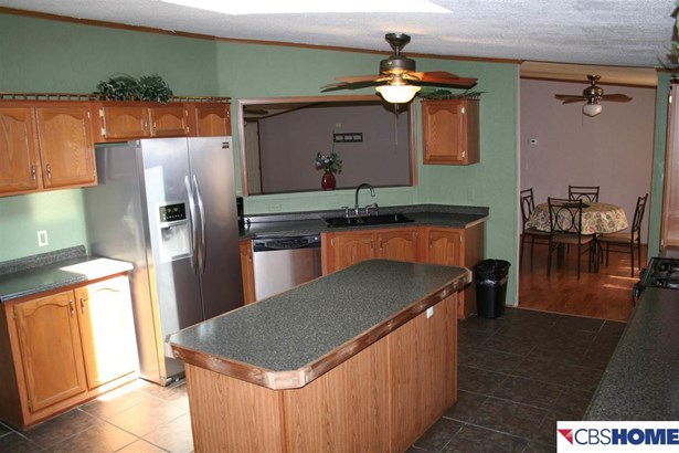 Detached Housing, Ranch - Carter Lake, IA (photo 2)