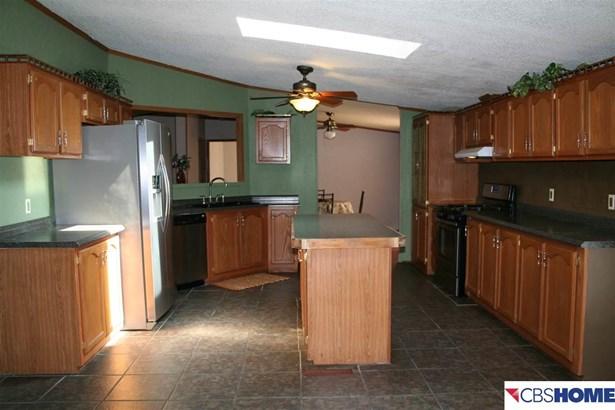 Detached Housing, Ranch - Carter Lake, IA (photo 3)