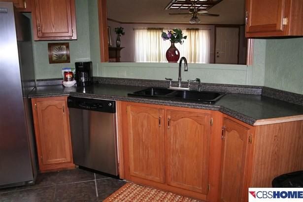 Detached Housing, Ranch - Carter Lake, IA (photo 4)