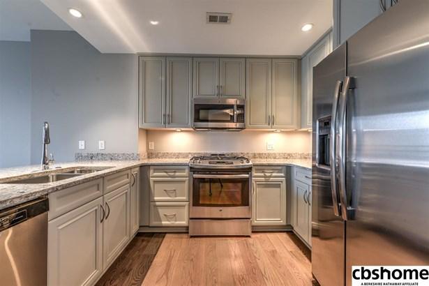 Attached Housing, Condo/Apartment Unit - Omaha, NE (photo 3)