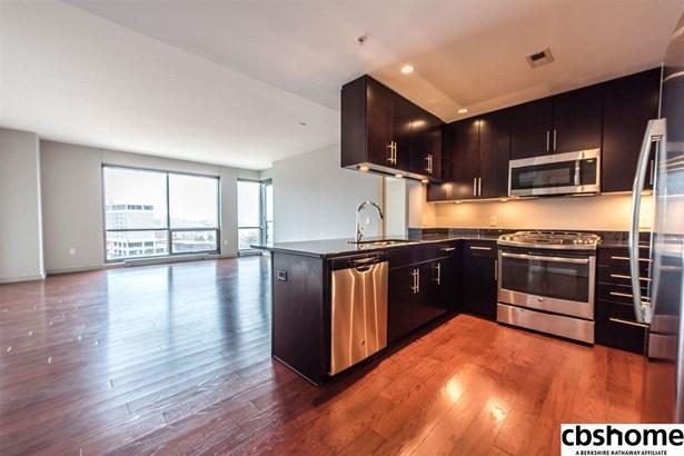 Attached Housing, Condo/Apartment Unit - Omaha, NE (photo 2)