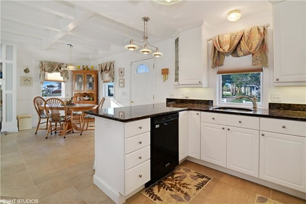 31 Montauk Av, Westerly, RI - USA (photo 5)