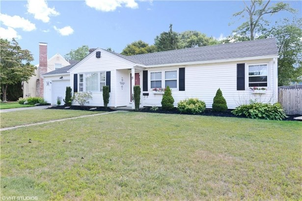 15 Dedham Rd, Warwick, RI - USA (photo 1)