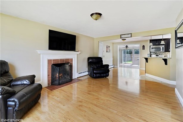 15 Dedham Rd, Warwick, RI - USA (photo 2)