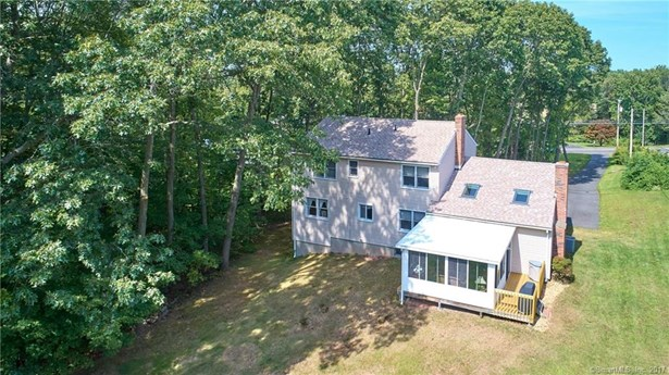 Single Family For Sale, Colonial - Wallingford, CT (photo 2)