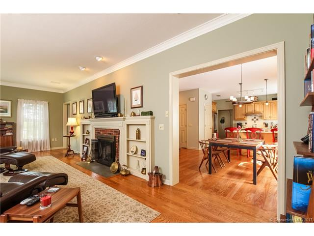 Single Family For Sale, Colonial - Middletown, CT (photo 4)
