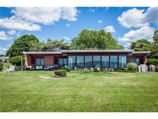 Single Family For Sale, Ranch - Stratford, CT (photo 1)