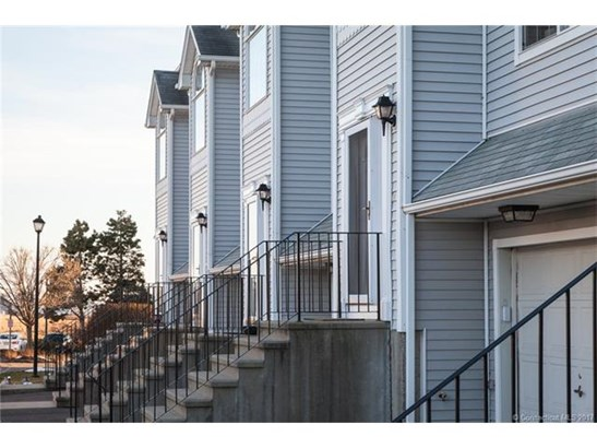 Townhouse, Condominium - East Haven, CT (photo 1)