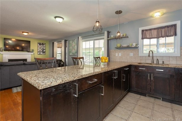 42 Indian Springs Lane, East Haven, CT - USA (photo 2)