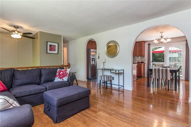 Single Family For Sale, Raised Ranch - Wallingford, CT (photo 2)