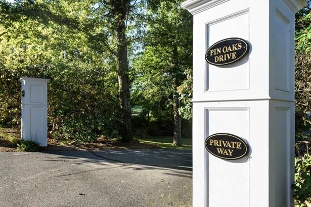 105 Pin Oaks Drive, Barnstable, MA - USA (photo 4)