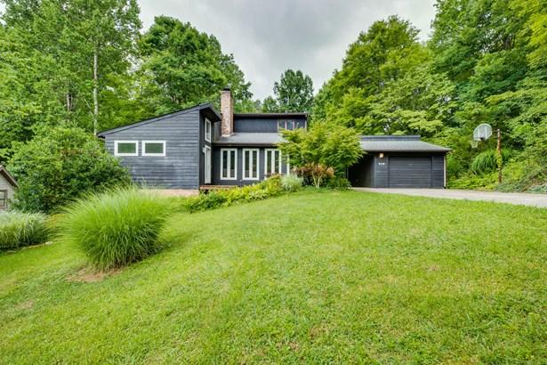 Single Family Residence, Contemporary - Mount Carmel, TN
