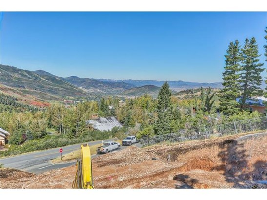 New. Stunning. Close to Town, Close to Skiing. HUGE Views! (photo 4)
