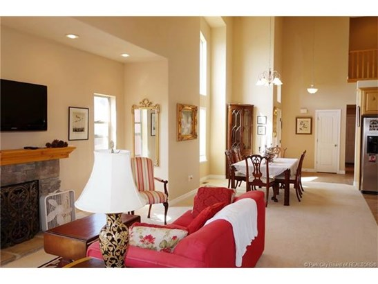 Jordanelle Townhome - 4 Bed / 4 Bath, Main Level Living, Lake Views, Close to DV Skiing/Gondola (photo 4)