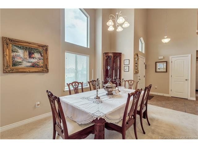 Jordanelle Townhome - 4 Bed / 4 Bath, Main Level Living, Lake Views, Close to DV Skiing/Gondola (photo 5)