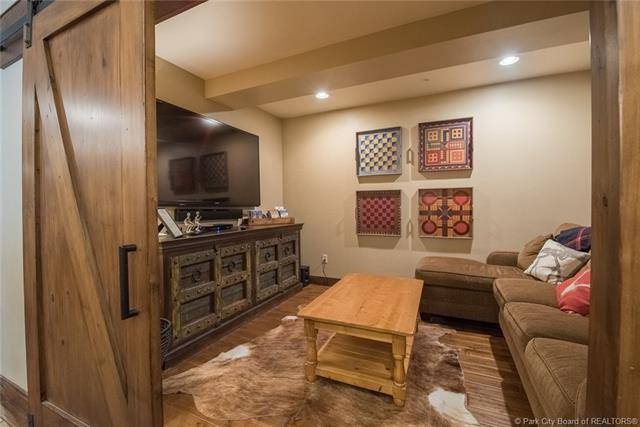 Watch the kids walk to ski school from this luxury Deer Valley ski condo! (photo 4)