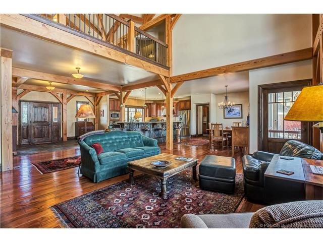 Distinctive Timber-frame Home on Golf Course (photo 4)