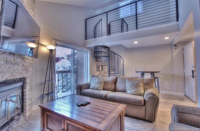Rare Opportunity to Own a Top Floor Snowblaze Condo (photo 1)