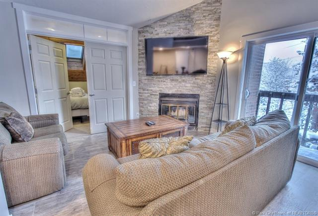 Rare Opportunity to Own a Top Floor Snowblaze Condo (photo 2)