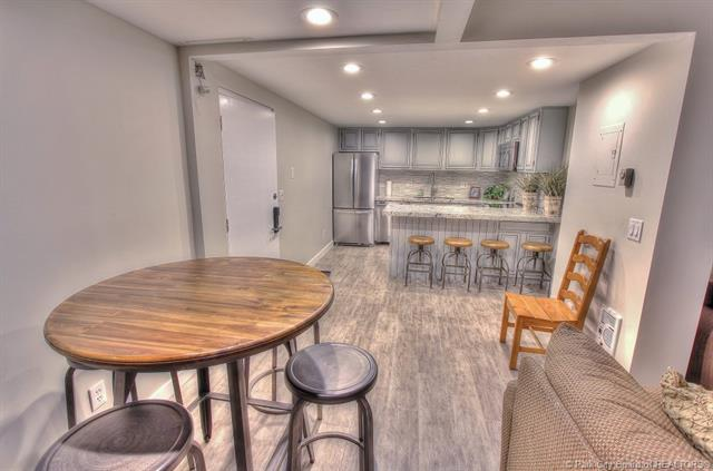 Rare Opportunity to Own a Top Floor Snowblaze Condo (photo 5)