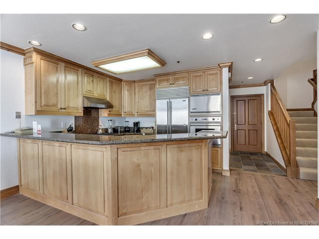 Rarely available, ski in/ski out condo in Deer Valley's Silver Lake Village. (photo 3)