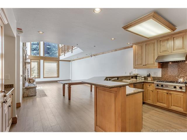 Rarely available, ski in/ski out condo in Deer Valley's Silver Lake Village. (photo 4)