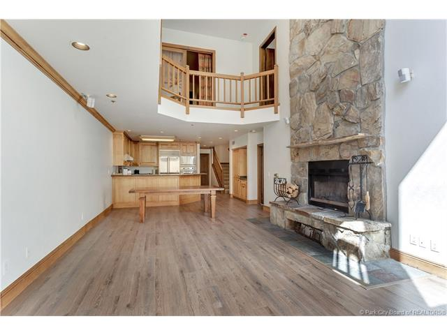 Rarely available, ski in/ski out condo in Deer Valley's Silver Lake Village. (photo 5)