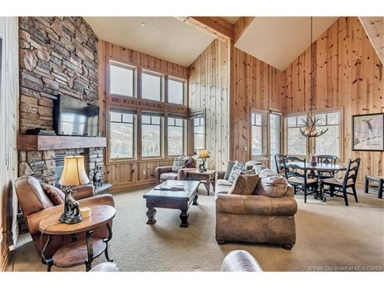 Perfect Turnkey Deer Valley Investment Property (photo 2)