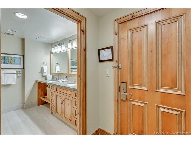 Newly Renovated 1-bedroom - Views of the OBX (photo 4)