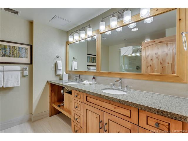 Newly Renovated 1-bedroom - Views of the OBX (photo 5)