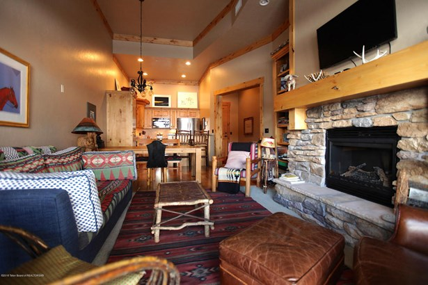 Condo/Townhouse, 1 Story - Victor, ID (photo 2)
