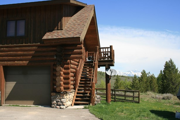 Multilevel, Single Family - Wilson, WY (photo 2)