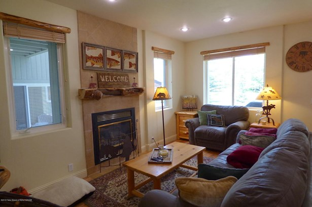 Condo/Townhouse, Multilevel - Driggs, ID (photo 5)