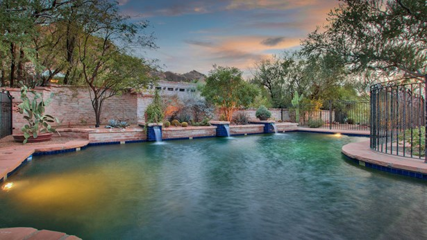 Single Family - Detached - Paradise Valley, AZ (photo 5)