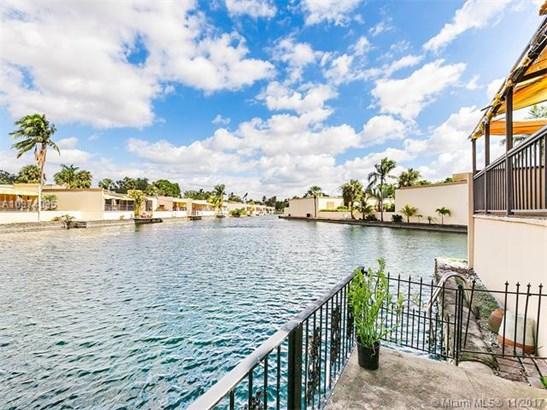 7003 Crown Gate Ct, Miami Lakes, FL - USA (photo 2)