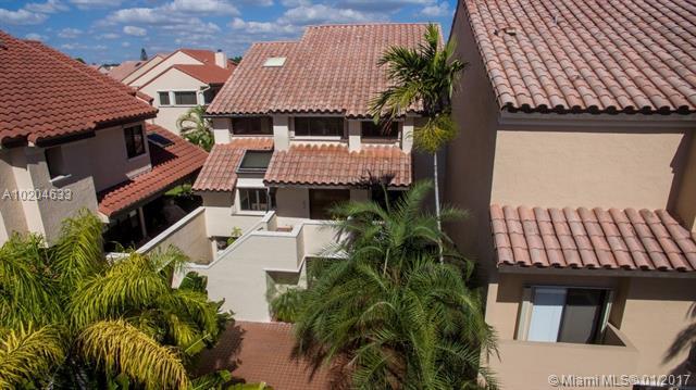 L Hermitage, 2000 S Bayshore Dr 42, Miami, FL - USA (photo 2)