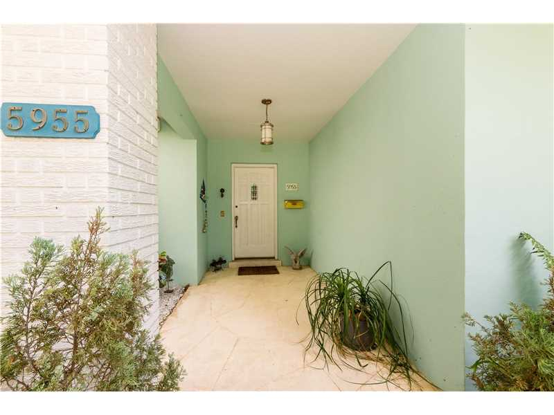 5955 Sw 64 Ave, South Miami, FL - USA (photo 2)