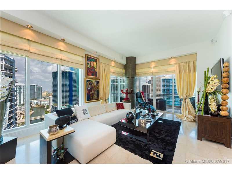 Asia Condo, 900 Brickell Key Bl 2901, Miami, FL - USA (photo 2)