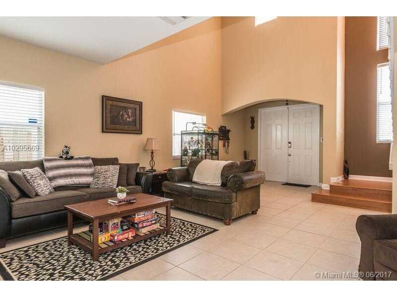 214 Ne 31st Ave, Homestead, FL - USA (photo 2)