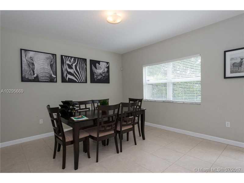 214 Ne 31st Ave, Homestead, FL - USA (photo 4)
