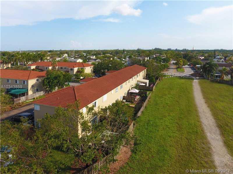 Bridgeport Villas, 14330 Sw 126th Pl, Miami, FL - USA (photo 3)