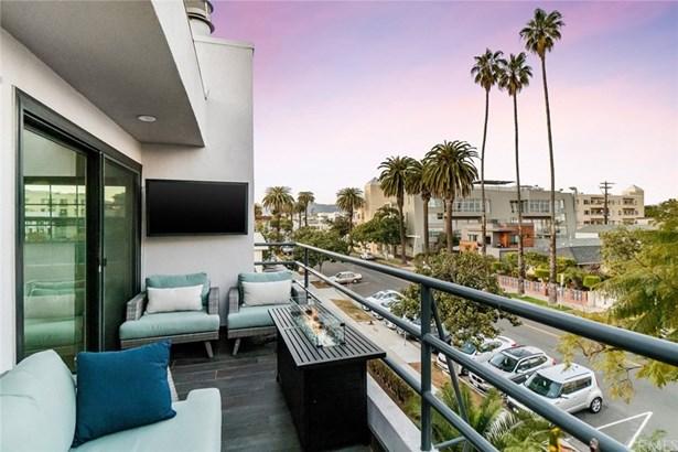 Condominium - Santa Monica, CA