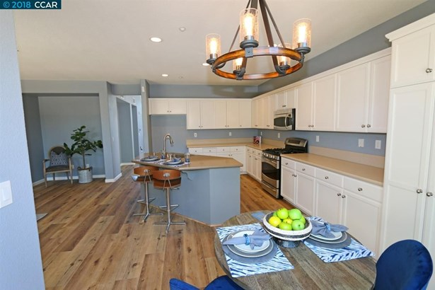 997 Chamomile Ln, Brentwood, CA - USA (photo 3)