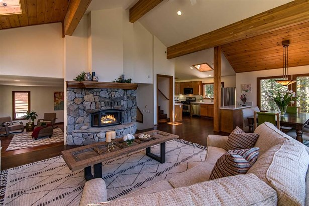 3551 Courchevel Road, Tahoe City, CA - USA (photo 4)